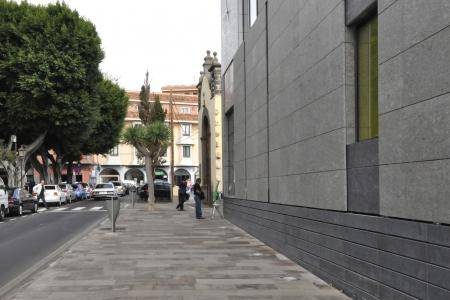 Acera Frente a Plaza