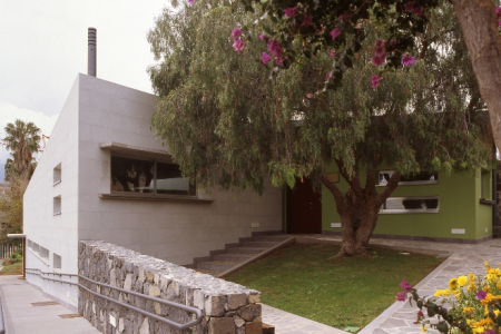 patio y acceso a planta alta1